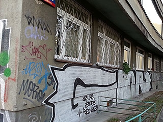Usuwanie graffiti z pomników/ Warszawa Praga Południe i Praga Północ